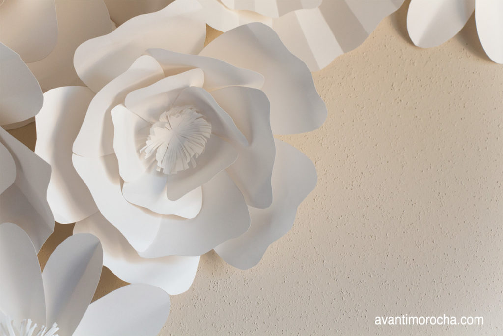 "giant paper rose This is the second blog post and video tutorial in the series ""how to make giant paper flower backdrop"" there are three kinds of roses and 2 kinds of daisies in."