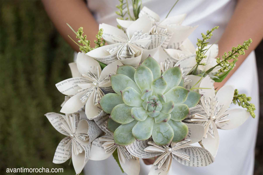 Diy wedding bouquet with paper flowers and succulent avanti morocha diy wedding bouquet with paper flowers succulent mightylinksfo